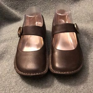 Brown Algeria Mary Janes like new- size 37
